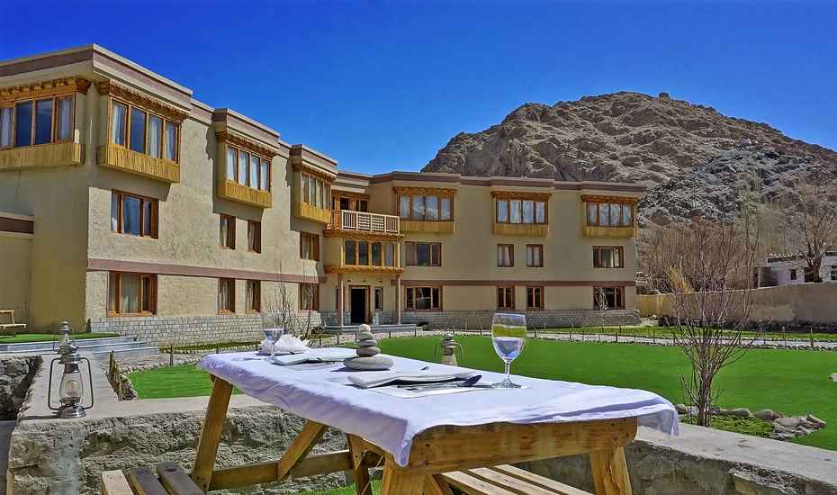 Best Hotels in Leh Ladakh - SpineTourer